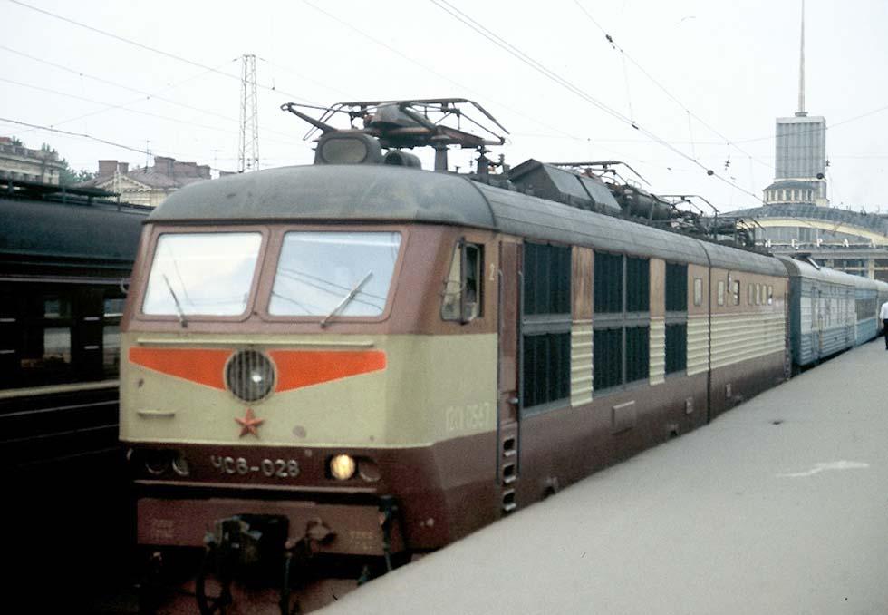 """Фирменный поезд  """"Репин """" Санкт-Петербург - Хельсинки у перрона Финляндского вокзала."""