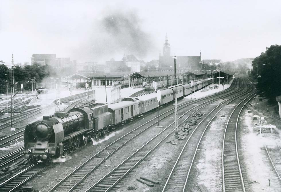 An Express With A Pt47 Of Pkp Leaving Gdansk In 1967 Marc